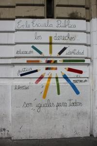Mural en la entrada de un colegio en la Ciudad de Buenos Aires
