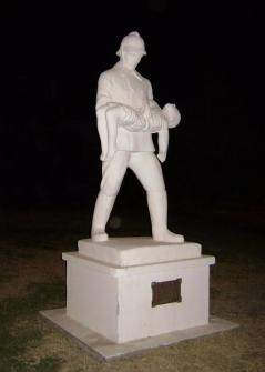 Montumento a los Bomberos Voluntarios, Capitan Sarmiento. Eugenio García Blanco/Agencia Tao.