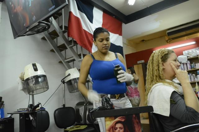 Marisa y su peluquera, ambas dominicanas