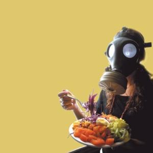 Veneno invisible: residuos de tóxicos de herbicidas, insecticidas y fungicidas fueron hallados en alimentos naturales de consumo masivo. Foto: Fuente CEDOC.