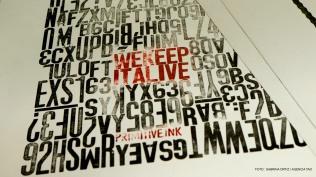 Afiche realizado en tecnología tipográfica y disponible a la venta durante ART Sale y el resto del año.