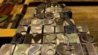Tipografías metálicas para trabajo de facturación rescatadas de la antigua Imprenta Sellares, hoy taller Primitive Ink.